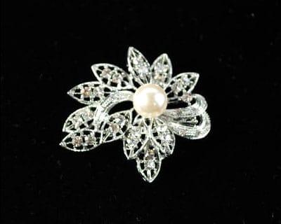 Small Pearl Leaf Brooch