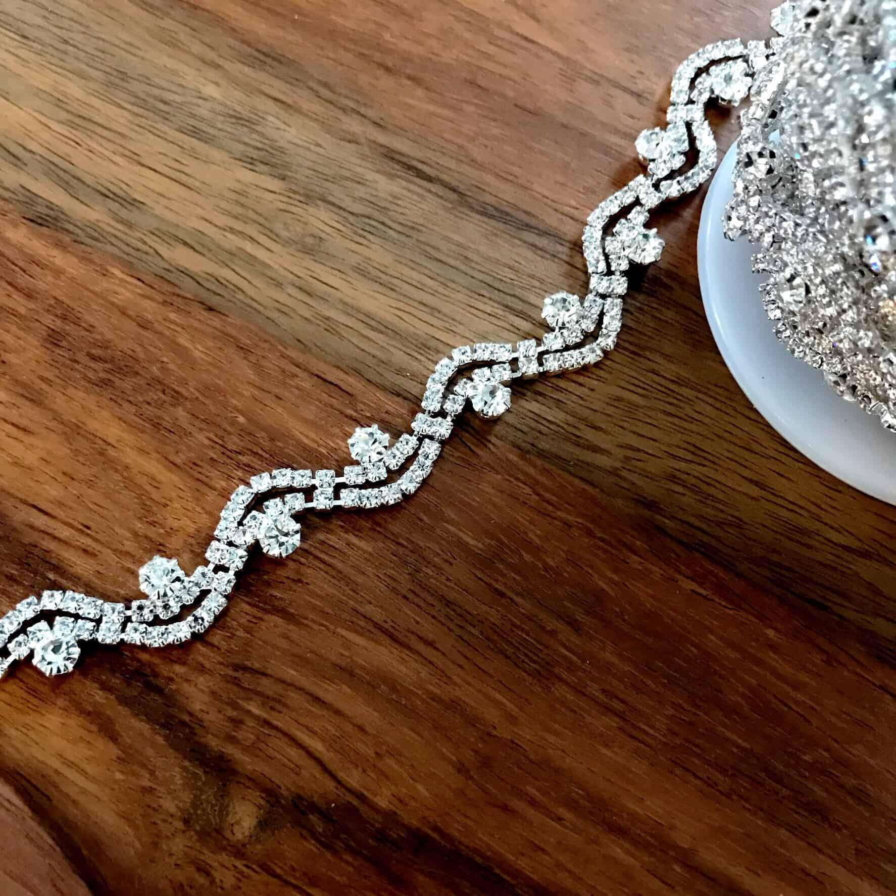 Petit Wave Rhinestone Pearl Chain